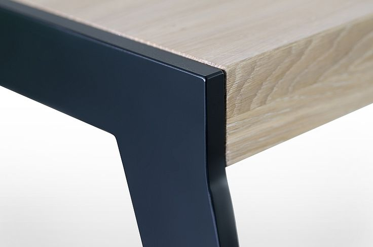 UP2U table top and leg join. Leg type: GLAM. Leg colour: Black Matte. - www.miloni.pl/en MILONI: wooden table, oak table, natural wood table, table design, furniture design, modern table