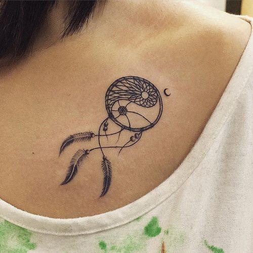 Tatuaje atrapasueños con luna