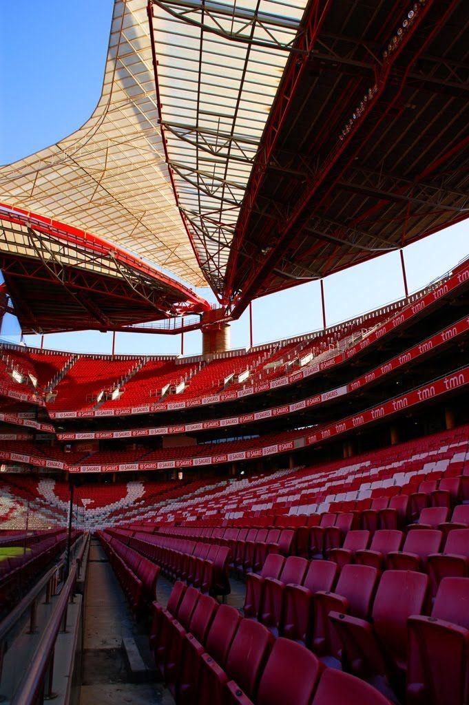 Lisboa, Estádio Da Luz - Quando a águia abre suas asas, os estandes estão lotado