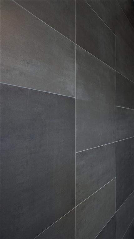 nieuwste serie Mosa terra tones 30 x 60 en 60 x 60 cm in 3 tinten aan badkamer muur door MoreFloors