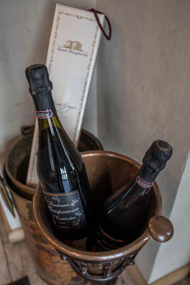 Trattoria Pocol. Brasov. Food. Italian. Restaurant. Interior. Comfortable. Relaxed area. Sampanie. Champagne.