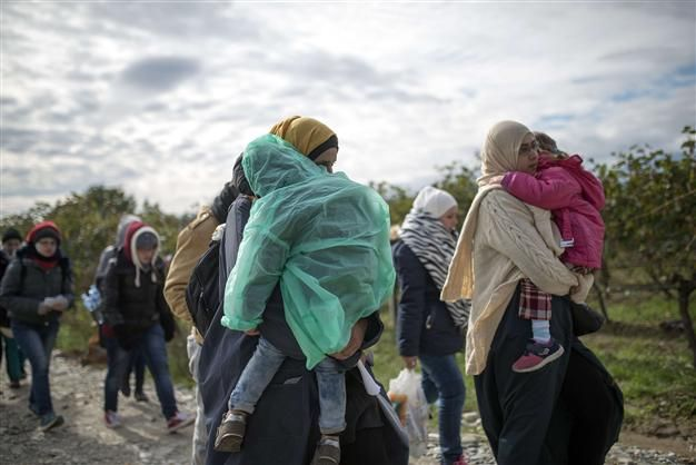 Sweden s Migration Agency expects up to 190,000 refugees fleeing war in countries such as Syria and Iraq to arrive this year, putting strain on a country already planning to house thousands of asylum seekers in tents as the Nordic winter approaches.