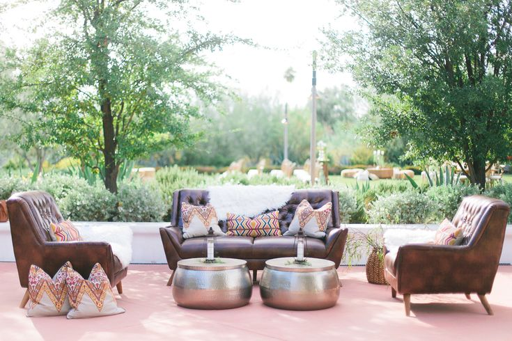 A great idea for an outdoor or indoor lounging area during a corporate event! This is perfect if you're looking for a sophisticated style with a hint of Southwestern flare. Shot at El Chorro in Scottsdale, Arizona #glamourandwoods