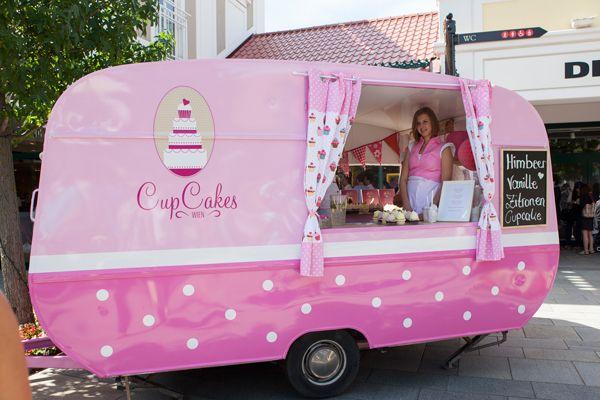 Das CupCake Mobil bei seiner ersten Ausfahrt ins Designer Outlet Parndorf (Camping Hacks Coffee)