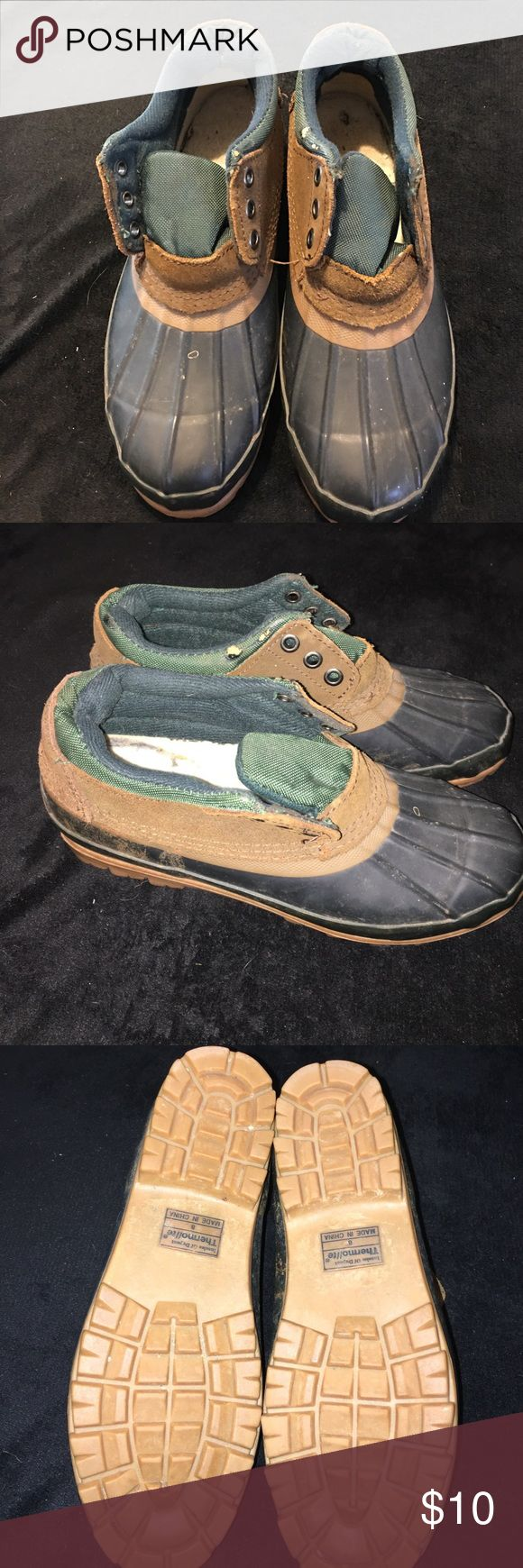 Woodstock rubber shoes. Size 8 Woodstock Rubber Shoes. Size 8. Thermolite insulation. No laces. Signs of wear. Waterproof. Woodstock Shoes Rain & Snow Boots