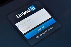 Eight Tips for Creating a Great LinkedIn Business Page Some great new resources that I had not thought about. A definite must read. You won't regret it if you are LinkedIn #LinkedIn