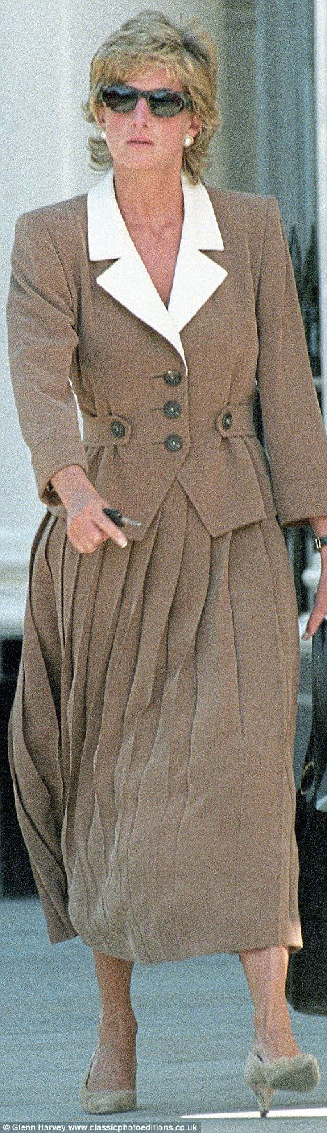 Princesse d'affaires de coeur appartenant au public...  Gagna le trophée le plus ultime de la Reine des COEURS...  Bravo chère Lady Diana.