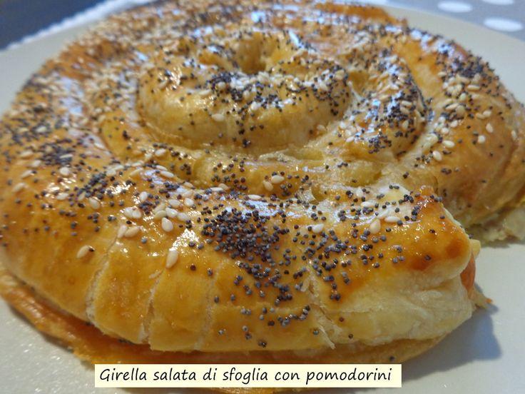 Girella+salata+di+sfoglia+con+pomodorini