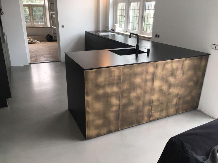 Maatwerk door stuut keuken design messing zwart quooker