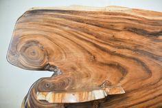Кровать из цельного дерева Материал: изголовье - единый слэб дерева суар, каркас - старый тик, дерево махагони Полки: корень тикового дерева. Размер матраса: King Size (180x200 см). Изголовье: ширина 250 см. / высота 110 см. Индонезия, Бали. Solid wood slab bed Material: Headboard - suar wood solid slab, Bed - old teak wood, mahogany wood Shelves - teak roots Dimension: Headboard - W 250 x H 110 cm. Designed for King Size mattress (180 x 200 cm.) Indonesia, Bali