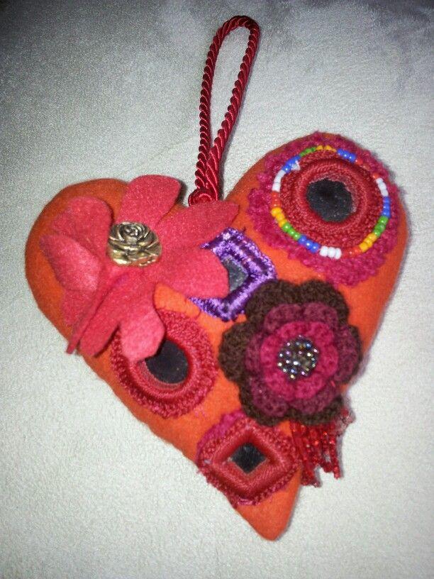 cuore con applicazioni varie