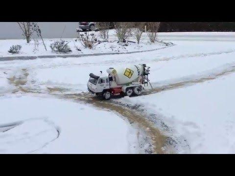 Bruder RC Beton Mischer is on the snow