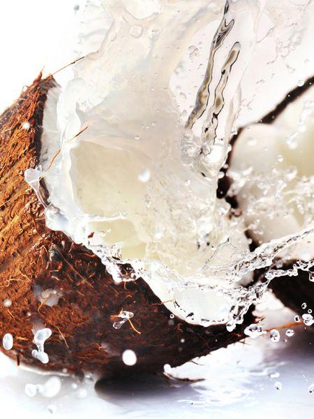 Die einfachste Diät der Welt? Die Kokosöl-Diät. Ihr Fett bringt den Stoffwechsel auf Trapp und den Speck zum Schmelzen. Hollywoodstars