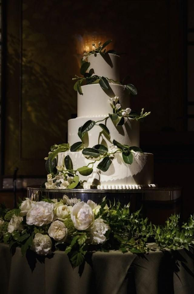 Weddbook is a content discovery engine mostly specialized on wedding concept. You can collect images, videos or articles you discovered  organize them, add your own ideas to your collections and share with other people | White cake
