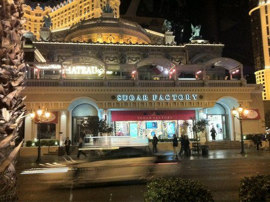 Sugar Factory @ Las Vegas NV. This is a MUST if you make it to Vegas...Red Velvet Cream-Cheese Cupcake, MMMMMM!