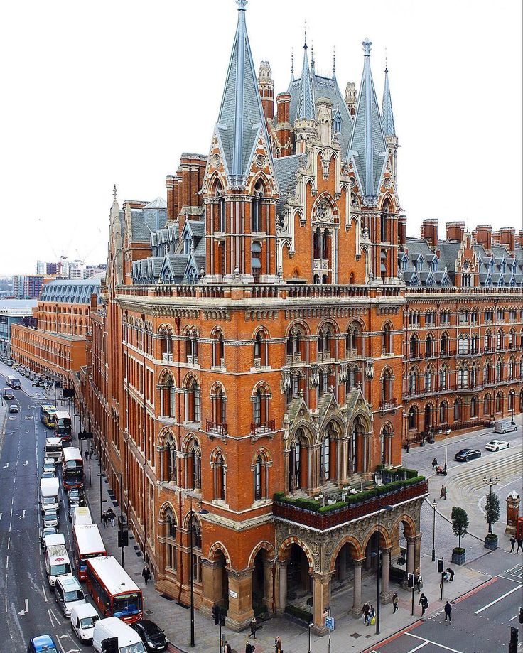 View of #StPancras by @snowflakesfairy at @YHALondonHostels  || #thisislondon http://ift.tt/1oOuGEU