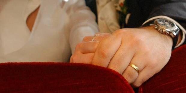Un mariage tourne en bagarre générale quand un ex-petit ami distribue des photos très osées ...