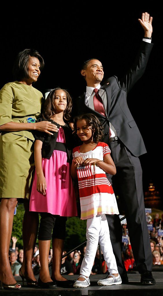 Barack Obama Photos Photos - Democratic presidential hopeful Sen. Barack Obama (D-IL) (R), his wife Michelle Obama and their daughters, Sasha (2nd R) and Malia, take the stage during a rally near the Iowa state captiol building May 20, 2008 in Des Moines, Iowa. Oregon and Kentucky held their Democratic primaries on Tuesday but Obama decided to rally in the state where he won his first primary victory in January. Obama reached a milestone on Tuesday by winning a majority of the pledge…