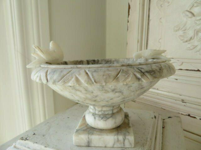 Sweet Little Vintage Alabaster Marble Holder Bowl Birdbath With 2
