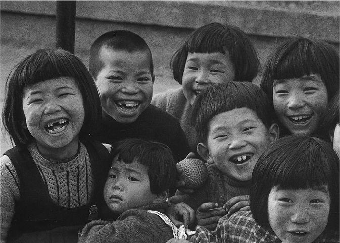 笑う子 東京・江東, 1953 by Ken Domon