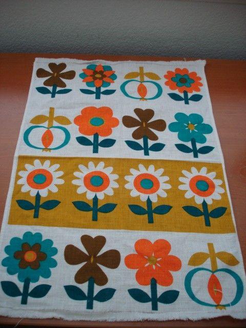 Vintage 70s Tea Towel Funky Flowers by Poppylarity on Etsy
