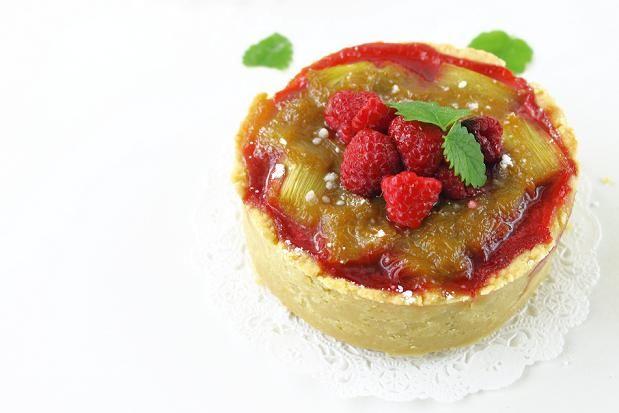 Rhubarb and raspberry tart