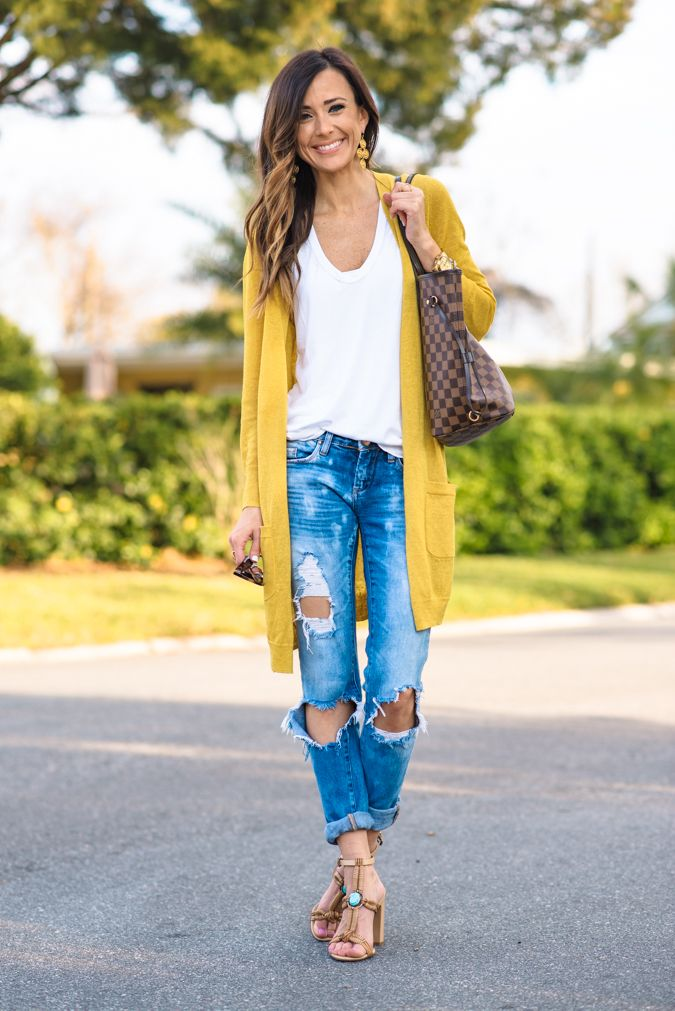 Sometimes, you want to look good without being too done up! There is an easy way to look dressed up in a casual way and I'm showing you how today!