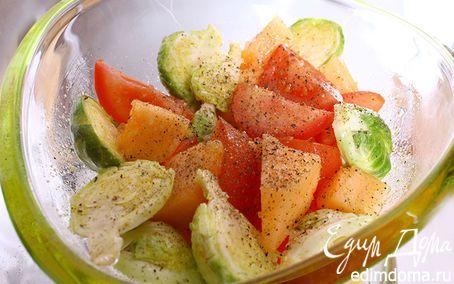 Горчично-дынный салат | Кулинарные рецепты от «Едим дома!» 50 г горчичного масла300 г дыни200 г помидоров200 г капусты брокколиМорская соль по вкусу