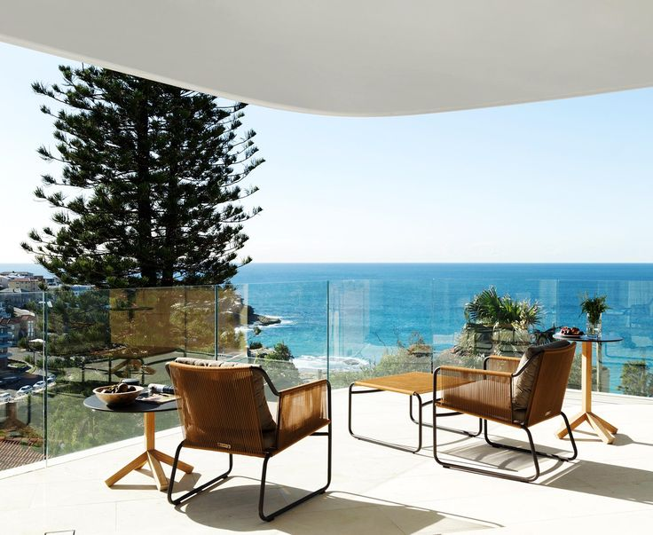 A new build by the beach in Sydney's eastern suburbs combines chic design and coastal comforts with spectacular views.