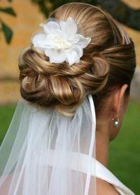 Hochzeitsfrisuren für langes Haar mit Schleier