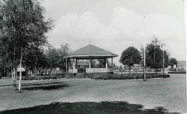 Oranjeplein met kiosk