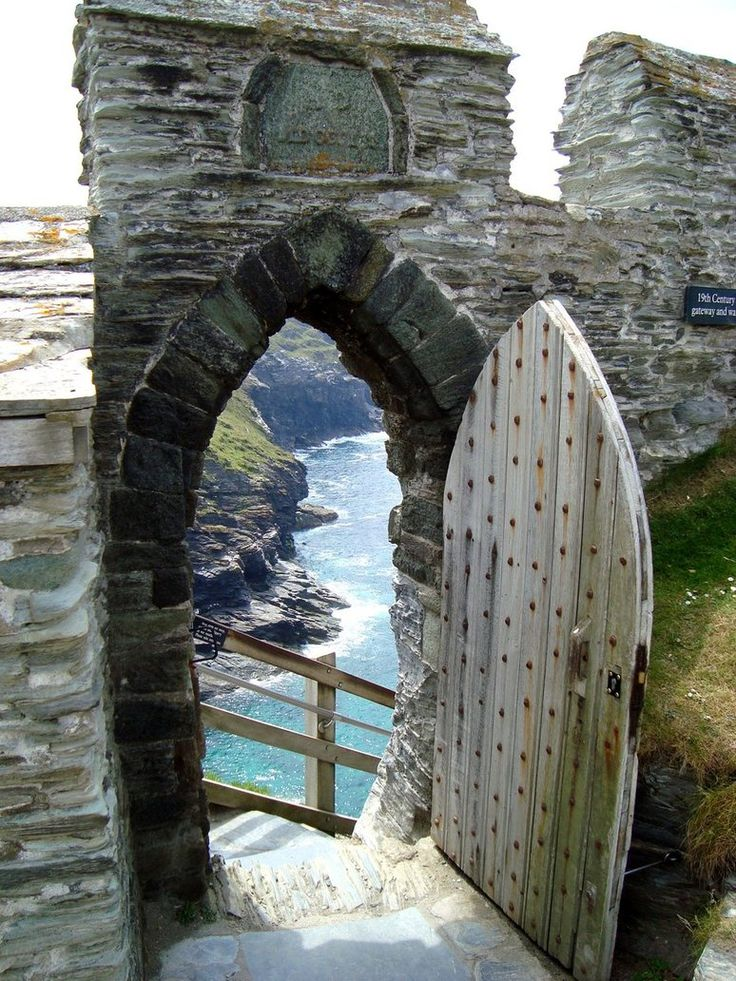 Tintagel castle door Cornwall legendary birthplace of King Arthur & 181 best Ireland images on Pinterest | Historical maps Europe and ... pezcame.com