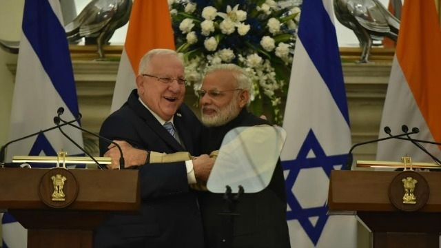 After $2billion deal; Indian Navy signs $630 mn deal with Israel BlackHouse, May 23 – Last month Israel had closed a USD two billion defence deal with India, worth USD 1.6 billion. Last month Israel had closed a USD two billion defence deal with India, worth USD 1.6 billion and now Tel Aviv owned Israel Aerospace Industries said it has closed another... http://blackhouse.info/after-2billion-deal-indian-navy-signs-630-mn-deal-with-israel/
