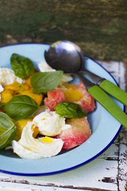 Peach and mozzarella salad. So good and easy, too. http://www.jotainmaukasta.fi/2014/07/08/grilattu-kana-ja-persikka-mozzarellasalaatti/