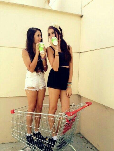 ¿Quien dijo que un carrito del supermercado es solo para comida? ¡También sirve para una foto original y divertida!