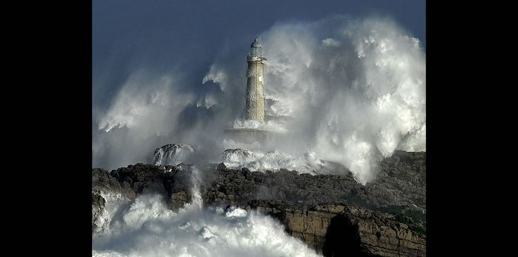 """THE POWER OF THE STORM! Mouro Lighthouse, Spain. The ferocious waves exceeded the height of 37.5 meters (123 feet)! The foam breaks down and is """"floating"""" on the wind"""