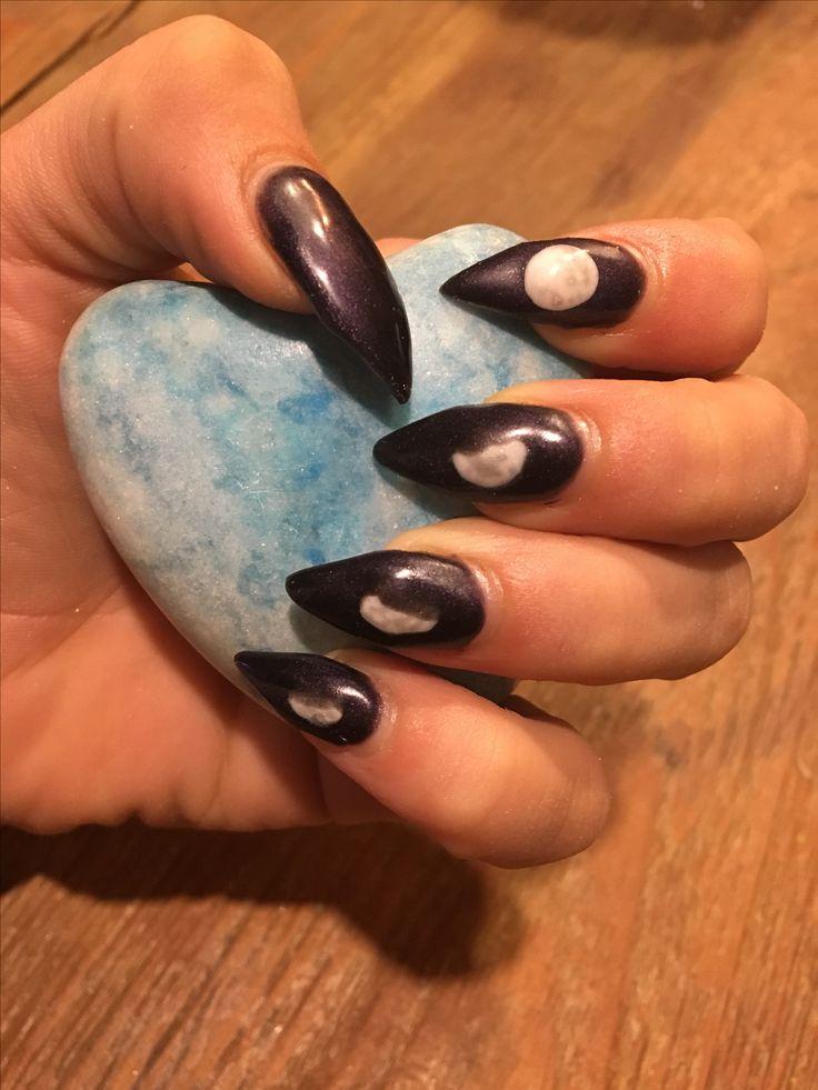 Halloween nagels. Blackvelvet met verschillende standen van de maan.