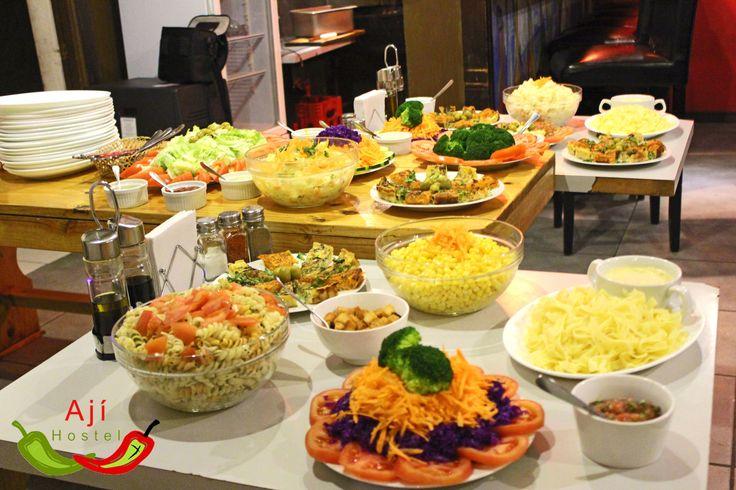 ricas ensaladas durante tu viaje lo puedes tener en el aji hostel en santiago de chile, cada viernes tenemos nuestro gran bbq