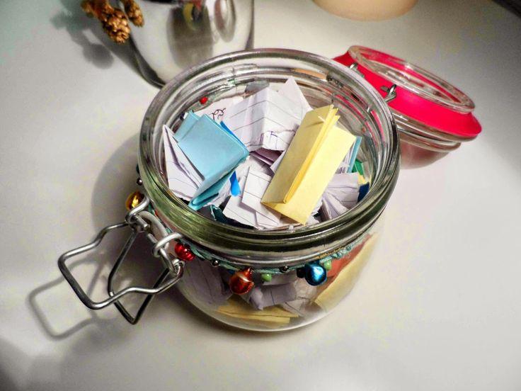 DIY: 2015 Memory Jar - Such a cute and fun idea