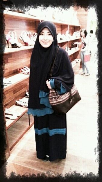 True Hijab | Syar'i | @starqee: I finally have the famous #bunglon from @RATUBILQIS_ *semoga istiqomah untuk bersyarie.. ^^