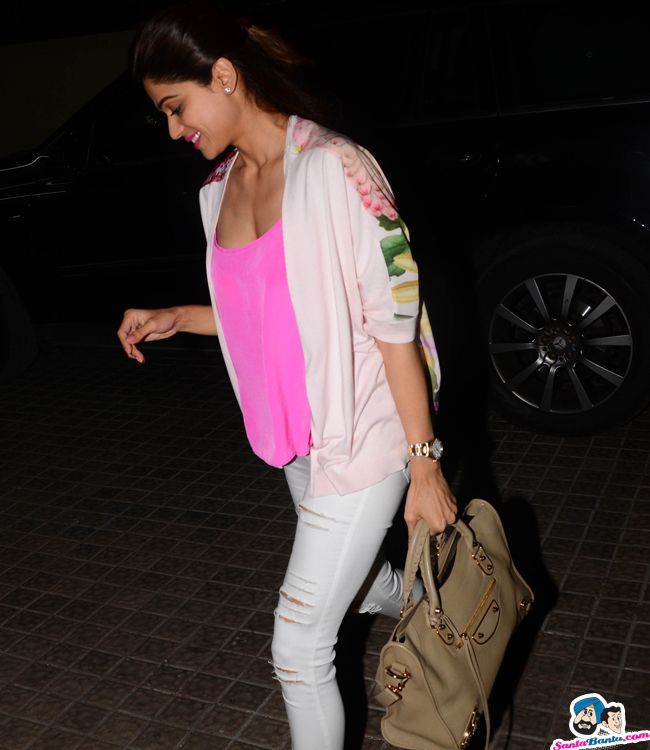 Shamita Shetty Picture Gallery image # 352666 at Stars Spotted 2017 containing well categorized pictures,photos,pics and images.