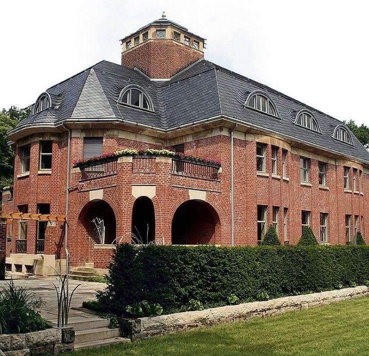 Stunning Henry van de Felde Haus Schulenburg in Gera