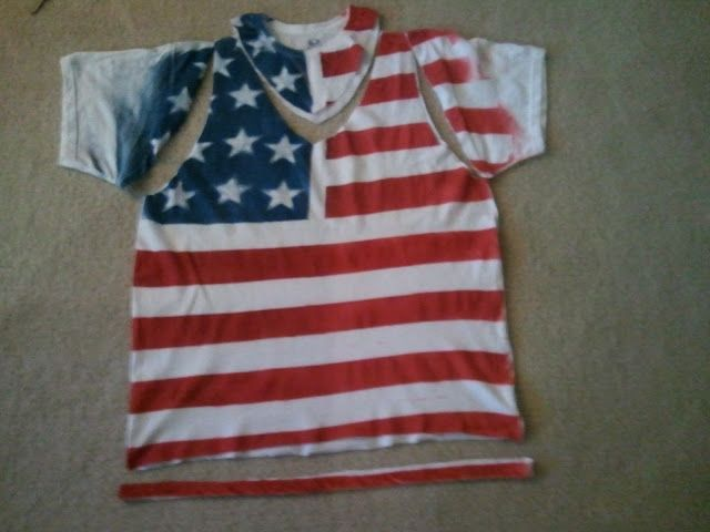 The kids and I are SO about to get our patriotic craft on with this DIY Flag Shirt!!