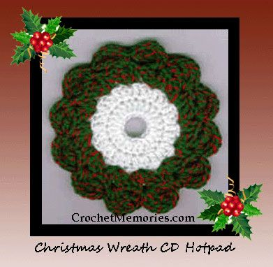 Free crochet pattern for a Christmas wreath hotpad or ...