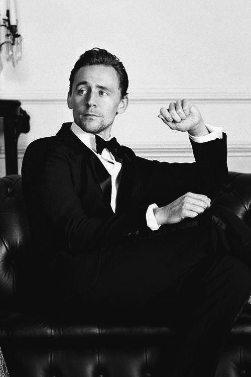 The oh so dapper Tom Hiddleston//