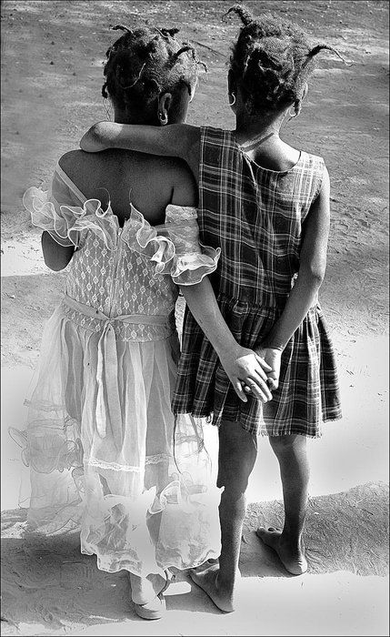 friends: My Sisters, Friends Love, Black White Photography Love, Best Friends, Girls Generation, Sisters Poses, Friends Forever, Black Art, Children Photography