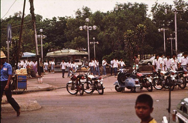 Roaming at Blok M after school time.. Bravo 70!  Blok M at 1983.