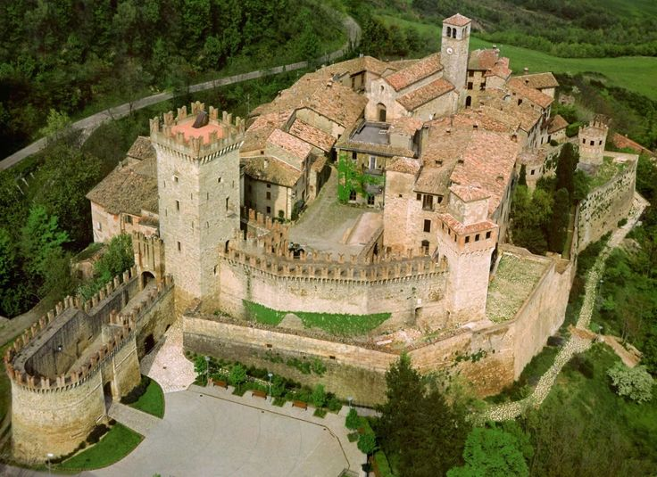 Castle of Vigoleno - is an imposing fortified complex of the province of Piacenza on the border of Parma, in the municipality of Vernasca, Italy. Example of a fortified medieval village of exceptional beauty.