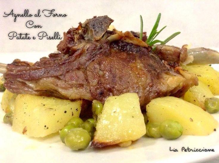 In Campania l'agnello al forno con patate e piselli è un classico piatto pasquale. Molto facile da preparare, è però assolutamente buonisssssimo!!!