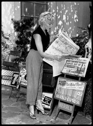 1952 marilyn dans les studios de la fox dpartement costumes se prparant pour